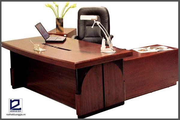 Bàn ghế làm việc là vật dụng thiết yếu trong nội thất phòng Giám đốc
