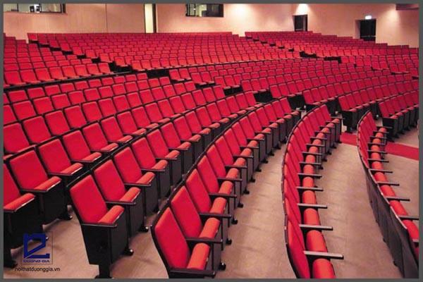 Kích thước ghế hội trường như thế nào là đạt tiêu chuẩn?