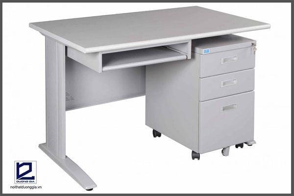 Bàn HU12 là một trong những sản phẩm nội thất văn phòng Hòa Phát được ưa chuộng nhất hiện nay