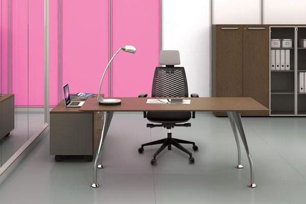 Nên mua bàn làm việc cao cấp nhập khẩu từ những công ty uy tín, chuyên nghiệp.