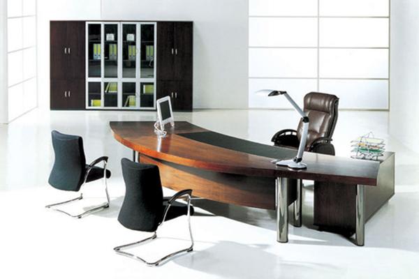 Bàn làm việc nhập khẩu được dùng phổ biến nhất vẫn là bàn dành cho giám đốc, trưởng phòng.