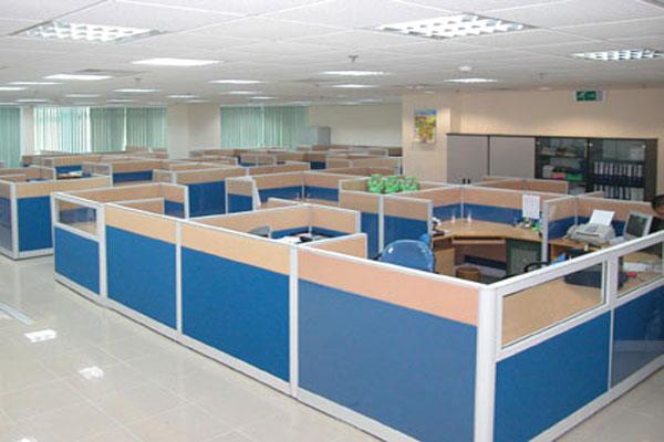 Thi công vách ngăn văn phòng cần đo đạc kích thước cẩn thận để quá trình thi công diễn ra suôn sẻ