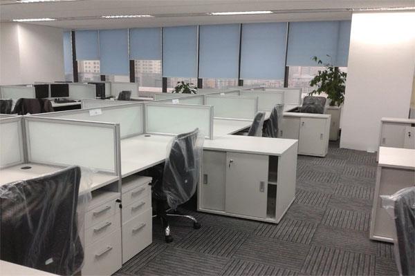 Thi công bàn ghế văn phòng hoàn thiện, bàn giao cho khách hàng