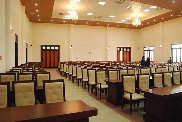 Xưởng đóng bàn ghế hội trường đẹp tại Dương Gia - Đa dạng sản phẩm