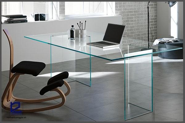 Bàn làm việc bằng kính với mặt bàn hình chữ nhật mẫu 4