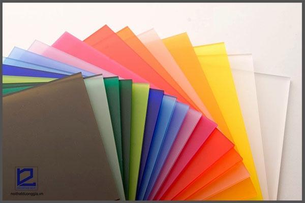 Bàn làm việc bằng nhựa Acrylic có đa dạng màu sắc cho khách hàng lựa chọn