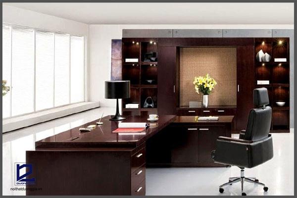 Bàn làm việc cao cấp đem đến sự hiện đại và chuyên nghiệp cho không gian văn phòng.