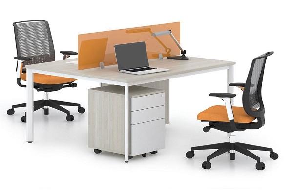 Bàn làm việc cho văn phòng nhỏ có kiểu dáng thiết kế đơn giản, tiện lợi