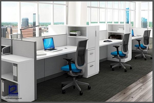 Bàn làm việc loại lớn thích hợp với những không văn phòng có diện tích rộng. (Ảnh minh họa).