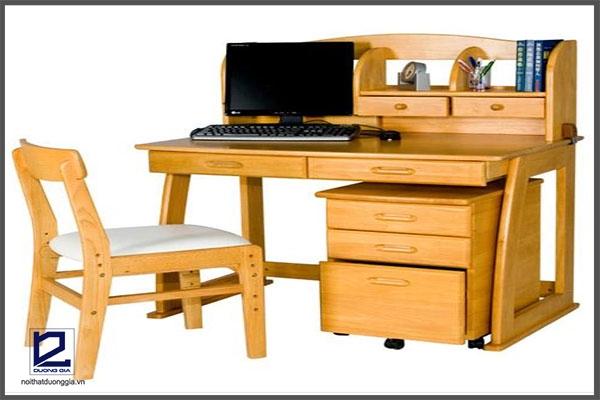 Ghế làm việc bằng gỗ an toàn cho người sử dụng.