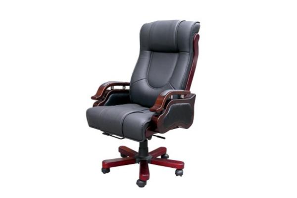 Ghế làm việc bằng gỗ kết hợp chất liệu da và kim loại.