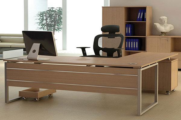 Kích thước bàn làm việc văn phòng đạt tiêu chuẩn tạo cảm giác thoải mái khi sử dụng.