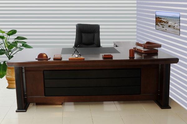 Lựa chọn kích thước bàn làm việc đạt tiêu chuẩn.
