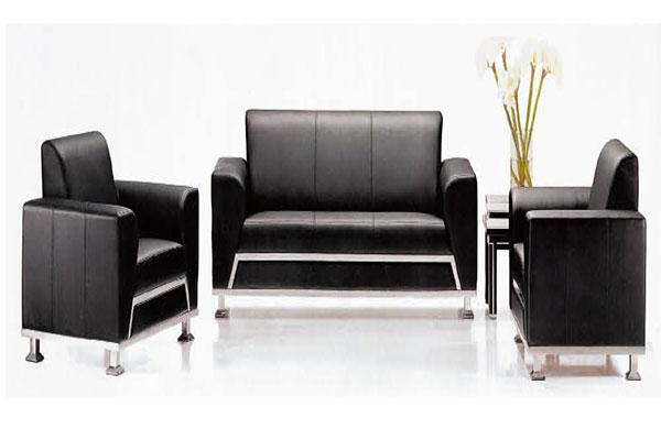 Sofa phòng giám đốc màu đen thể hiện sự sang trọng, hiện đại.
