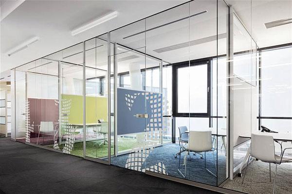 Thiết kế vách ngăn văn phòng với chất liệu hiện đại, dễ thi công