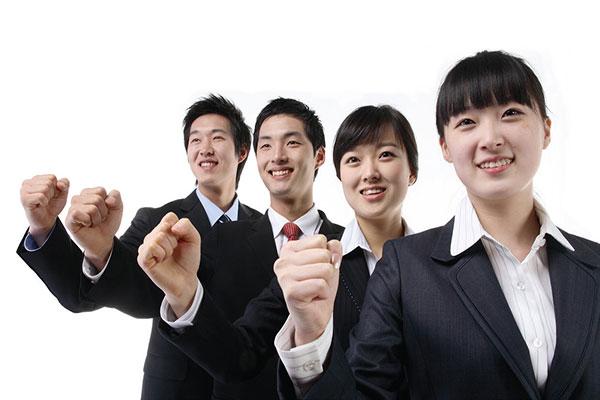 Nguồn nhân lực là một tỏng những yếu tố đánh giá xưởng sản xuất bàn làm việc uy tín.