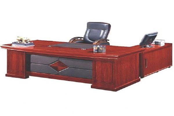 Mua bàn làm việc theo phong thủy kết hợp gỗ và da cho người mệnh Mộc