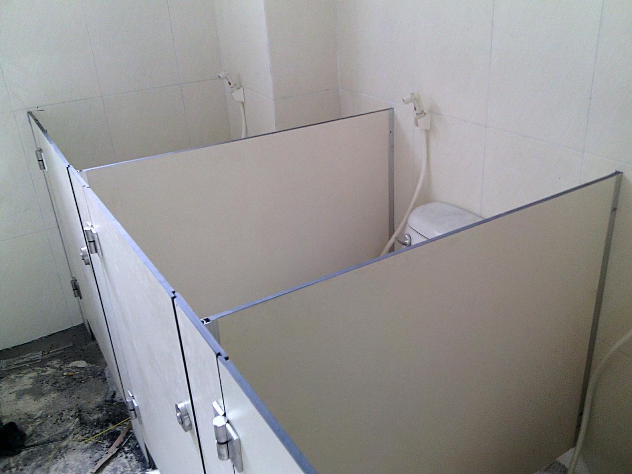 Báo giá thi công vách ngăn vệ sinh phụ thuộc vào vật liệu thi công
