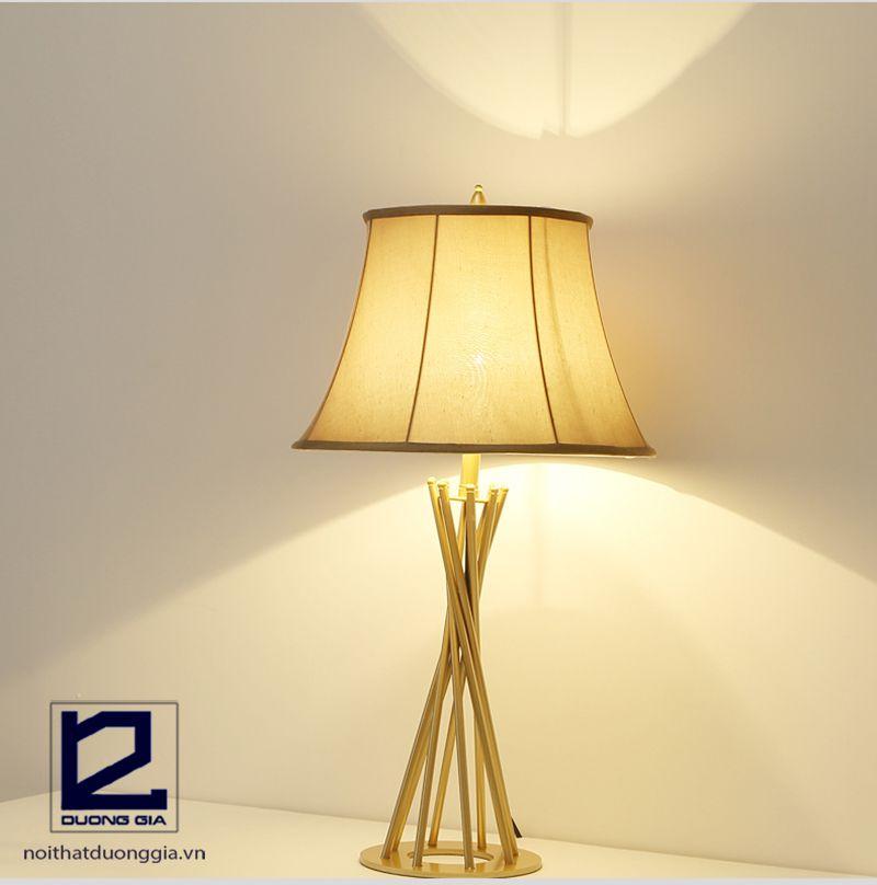 Bật mí cách chọn đèn cây trang trí cho phòng ngủ thêm sang trọng