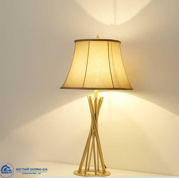 Nên chọn áng sáng vàng cho đèn ngủ cây đứng
