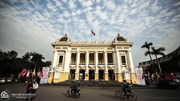 Nhà hát lớn thiết kế theo phong cách kiến trúc Đông Dương đã trở thành biểu tượng của thủ đô