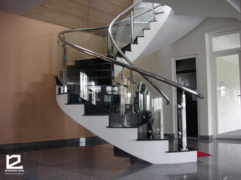 Mẫu cầu thang kính đẹp DG-CTK003