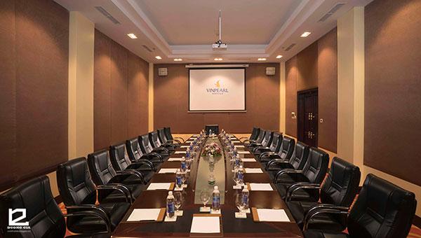 Nội thất trong thiết kế phòng họp trực tuyến