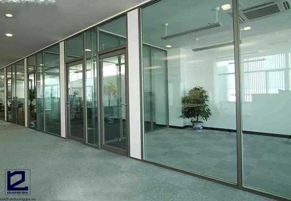 Vách ngăn nhôm kính văn phòng tạo nên giá trị thẩm mỹ cao