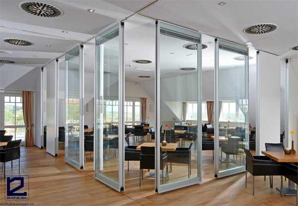 Vách ngăn kính văn phòng khung nhôm kính tiết kiệm diện tích mặt bằng