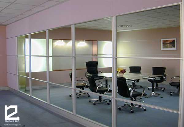 Vách ngăn văn phòng bằng kính khung nhôm nâng cao hiệu quả kinh tế