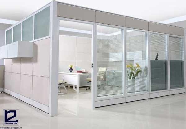 Vách ngăn kính văn phòng khung nhôm kính phù hợp với nhiều loại hình không gian