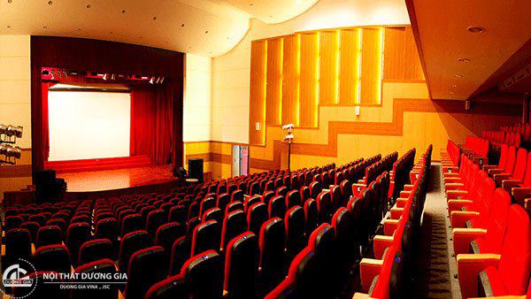 Vách tiêu âm được dùng rộng rãi tại nhiều không gian như hội trường, rạp chiếu phim, phòng thu,...