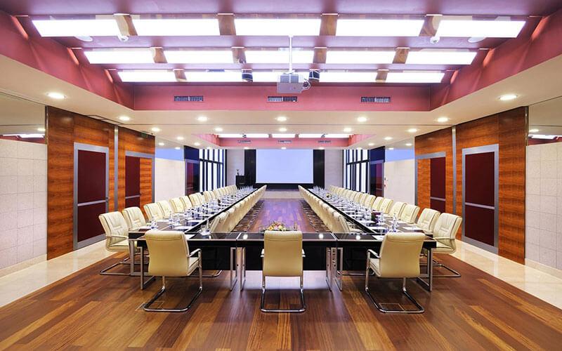 Thiết kế và thi công nội thất phòng họp cao cấp trọn gói