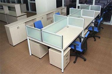 Mua bàn làm việc văn phòng có vách ngăn cần chú ý tới điều gì?