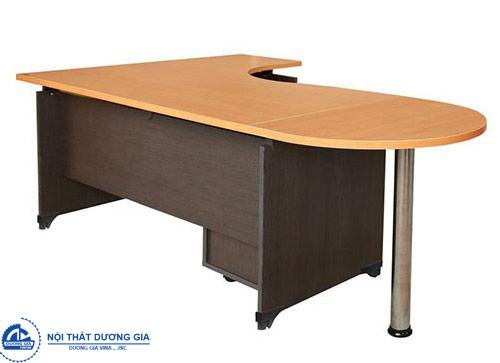 Những ưu điểm vượt trội giúp bàn làm việc văn phòng gỗ ép luôn HOT