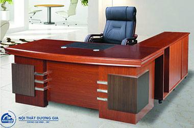 Tìm hiểu chi tiết về bàn Giám đốc Hòa Phát 1m8 DT1890H24