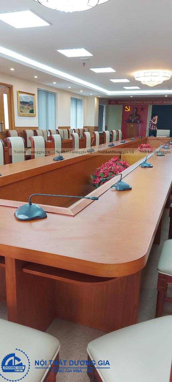 Thiết kế phòng họp thông thoáng, sáng sủa
